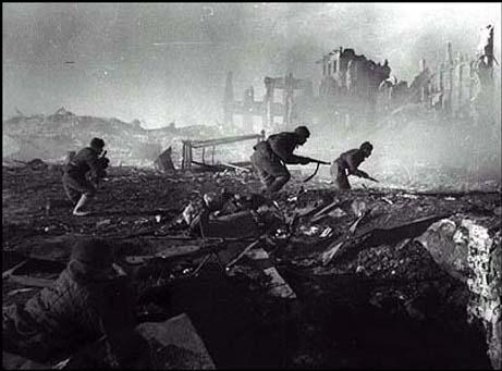 Battle of Stalingrad 1942_ Reds Charging